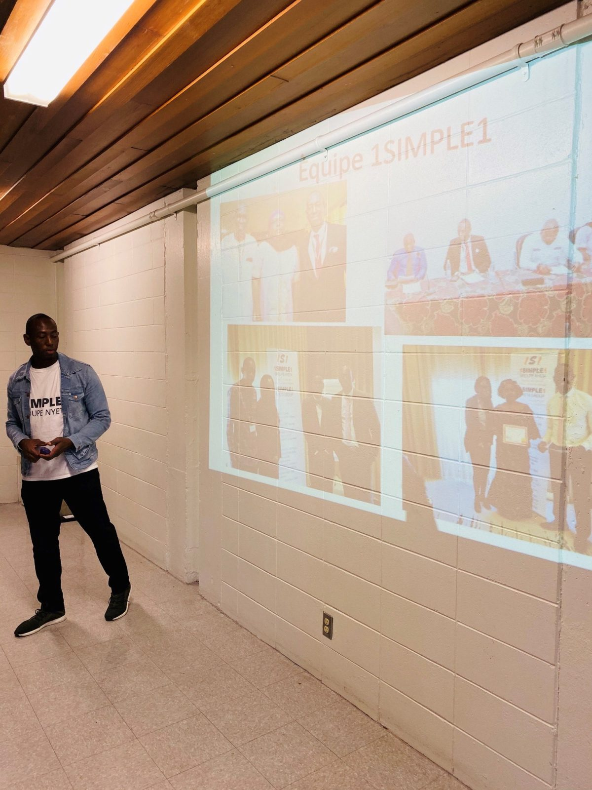 The CEO of 1simple1 introduce his team in Canada